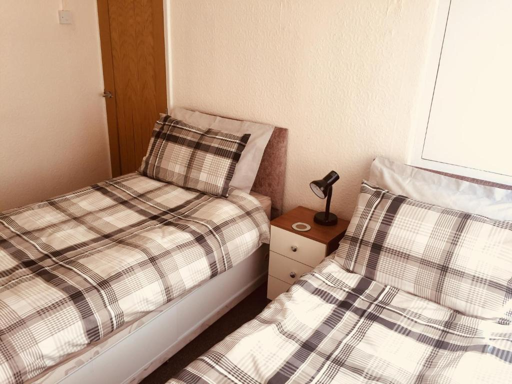 A bed or beds in a room at 165 Barnsley Road, Wombwell