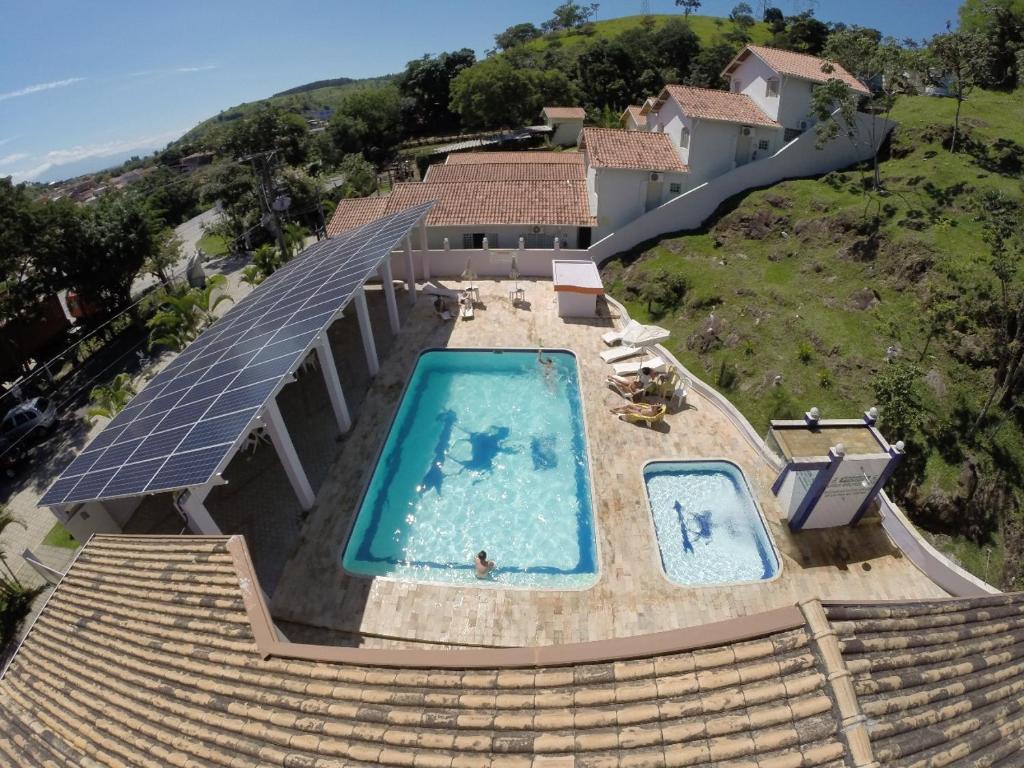 Uma vista da piscina em Pousada Jovimar ou nos arredores