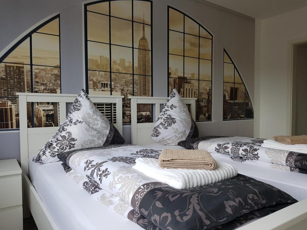 Ein Bett oder Betten in einem Zimmer der Unterkunft FeWo Lingenfeld
