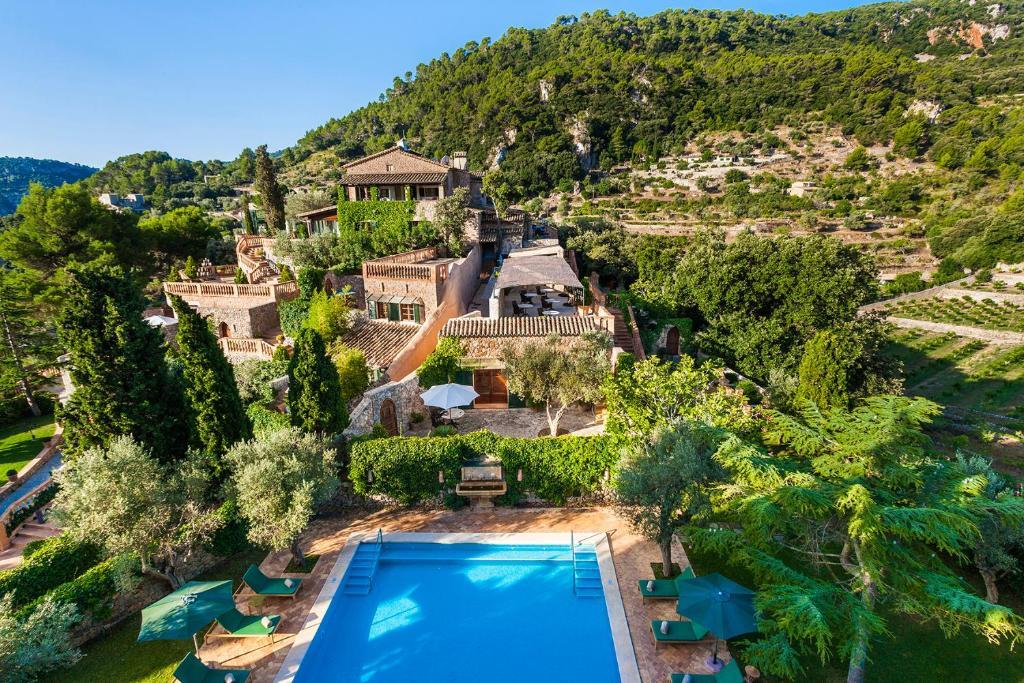 Utsikt över poolen vid Hotel Valldemossa eller i närheten