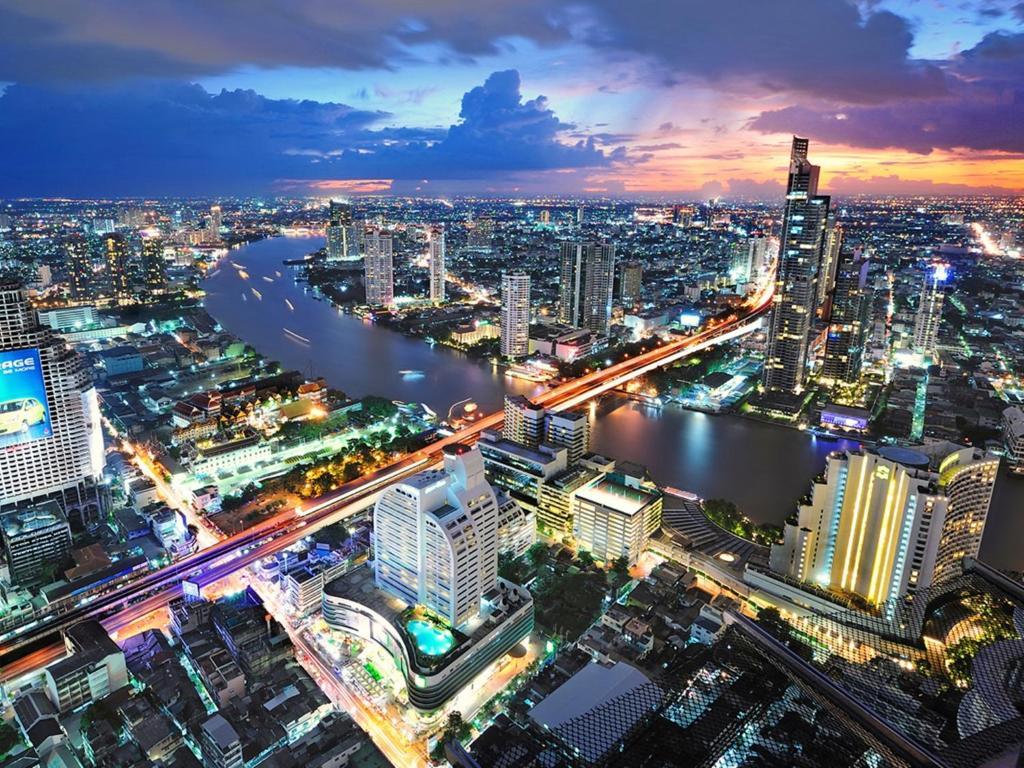 Blick auf Centre Point Silom aus der Vogelperspektive