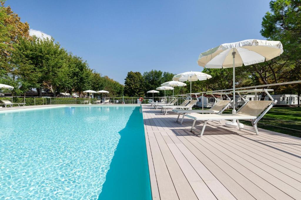 The swimming pool at or near Camping Fusina