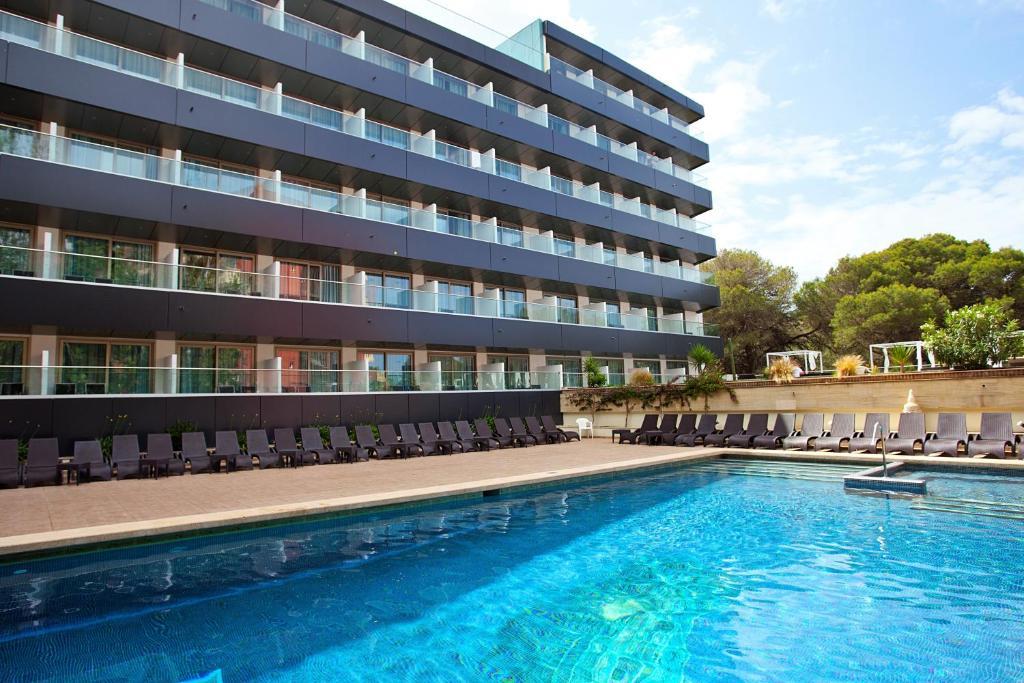 The swimming pool at or near Hotel Ipanema Beach