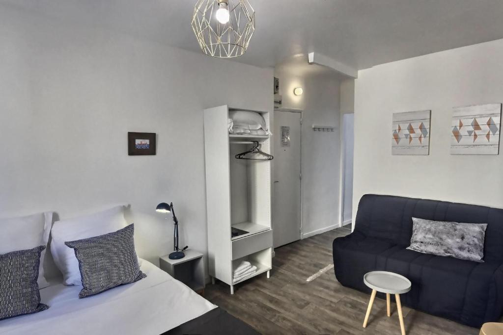 A seating area at Les Appartements d'Edmond St Sebastien