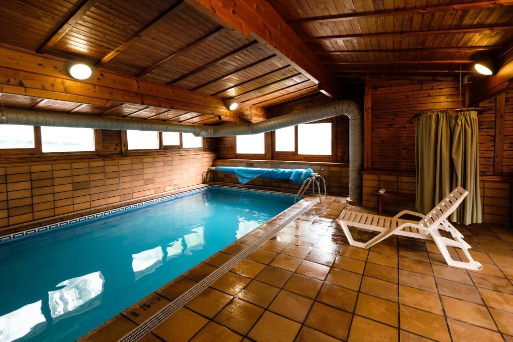 Het zwembad bij of vlak bij Càmping Repòs del Pedraforca