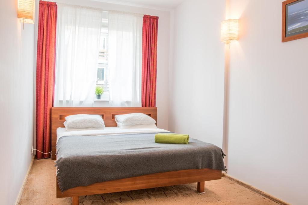 Łóżko lub łóżka w pokoju w obiekcie Honolulu w Orłowie
