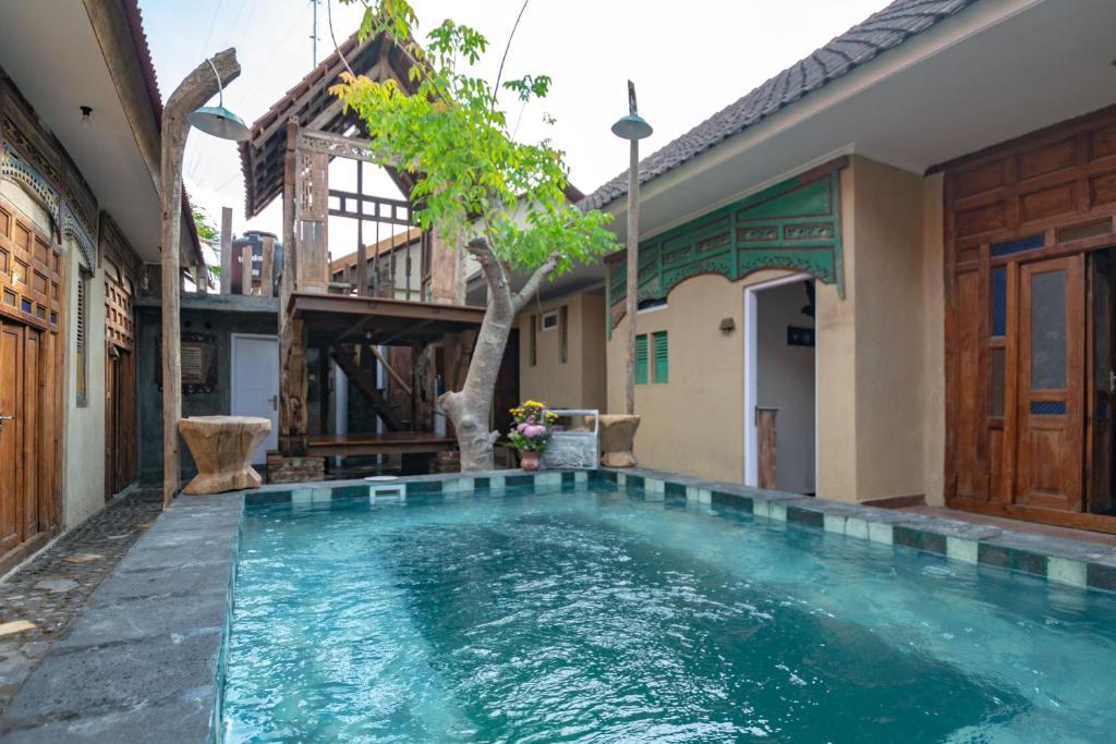 Wave and Chill House Hostel Raya Canggu