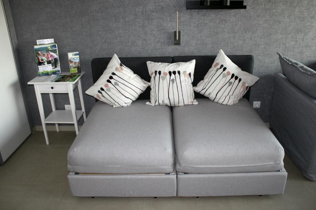 """A bed or beds in a room at Ferienwohnung """"HAGEBUTZE"""" mit Sauna und Schwimmbad"""