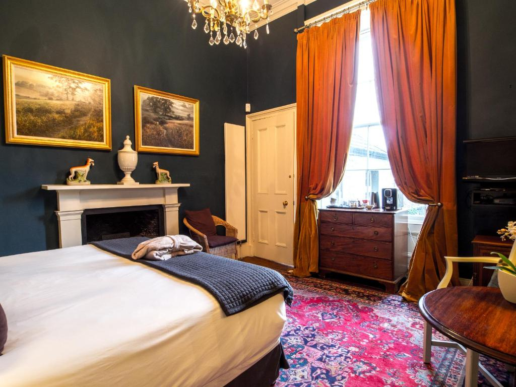A bed or beds in a room at Six Brunton Place