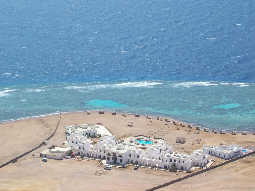Een luchtfoto van Daniela Diving Resort Dahab
