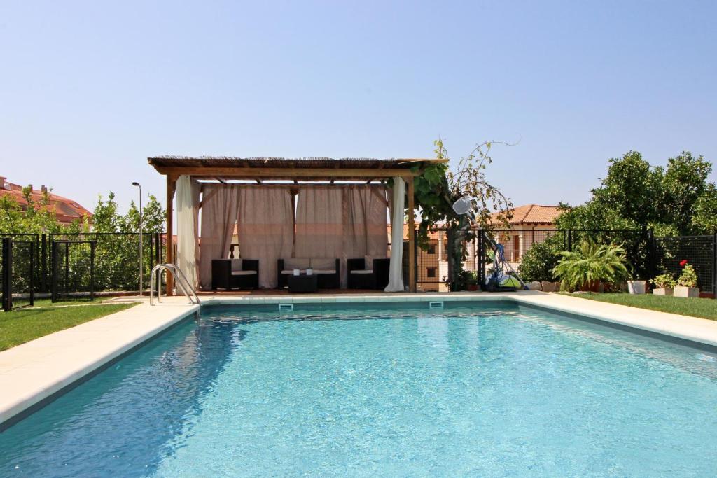 The swimming pool at or close to Las Hazas Jarandilla de la Vera