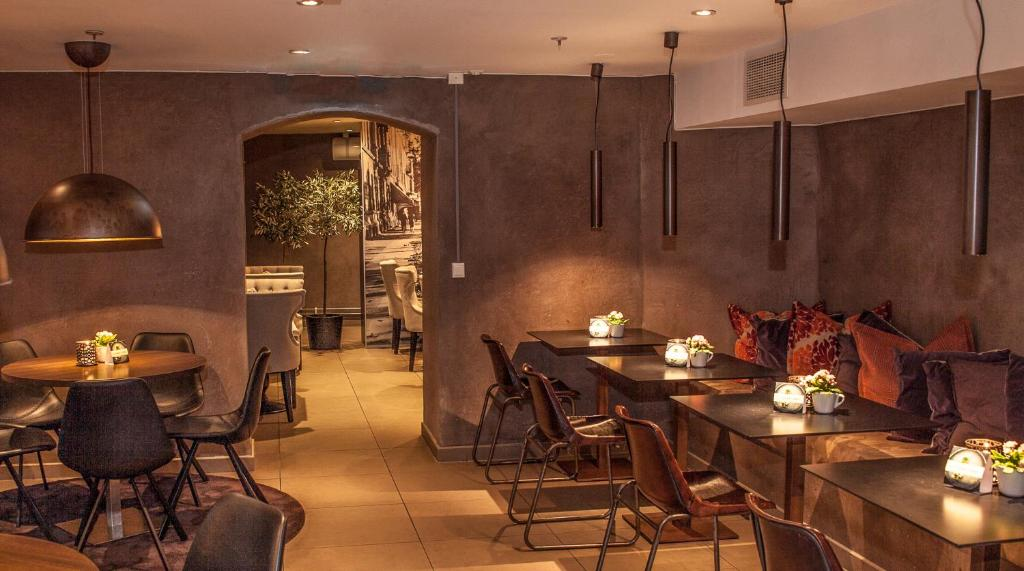 A restaurant or other place to eat at Saga Apartments Oslo
