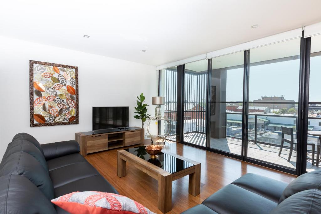 A seating area at 4 Bedroom Luxury City Penthouse Apartment