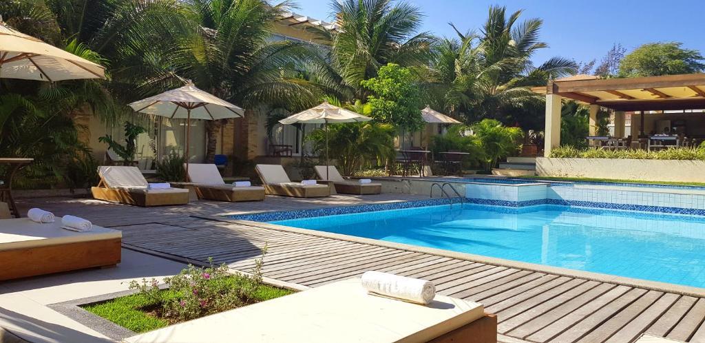 A piscina localizada em Ravenala Hotel Boutique ou nos arredores