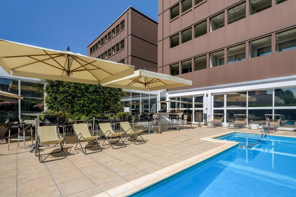 The swimming pool at or near Best Western Plus Hotel Farnese