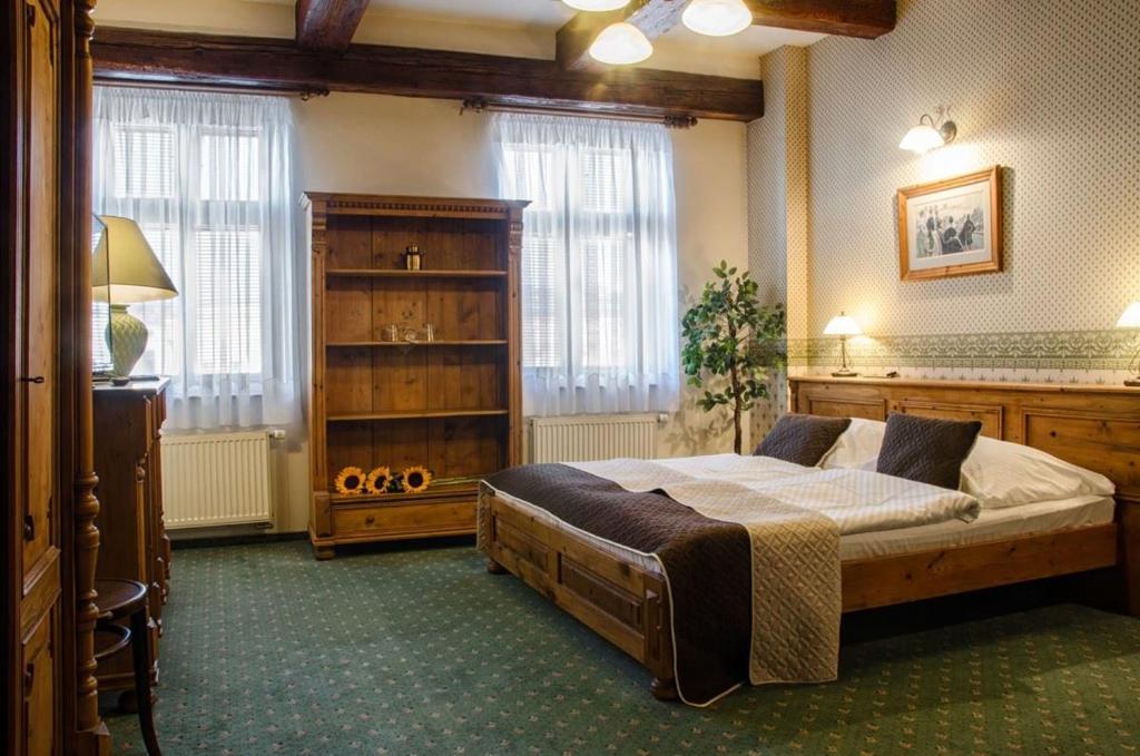 Кровать или кровати в номере Hotel & Caffe Silesia