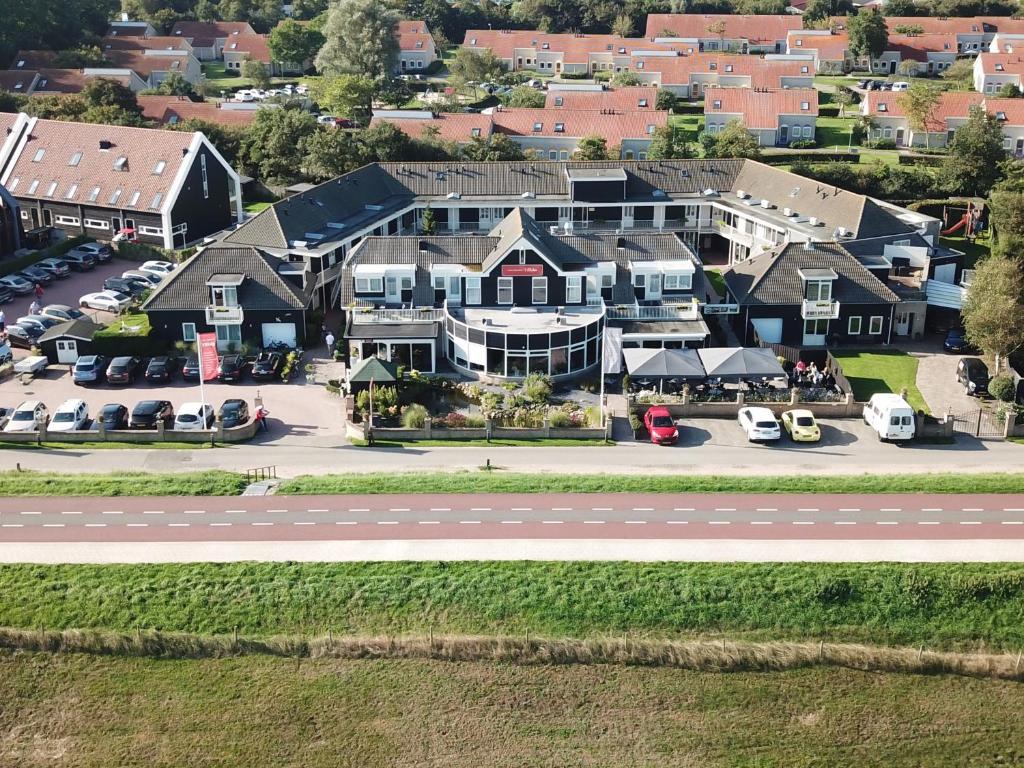Een luchtfoto van Hotel Restaurant 't Klokje