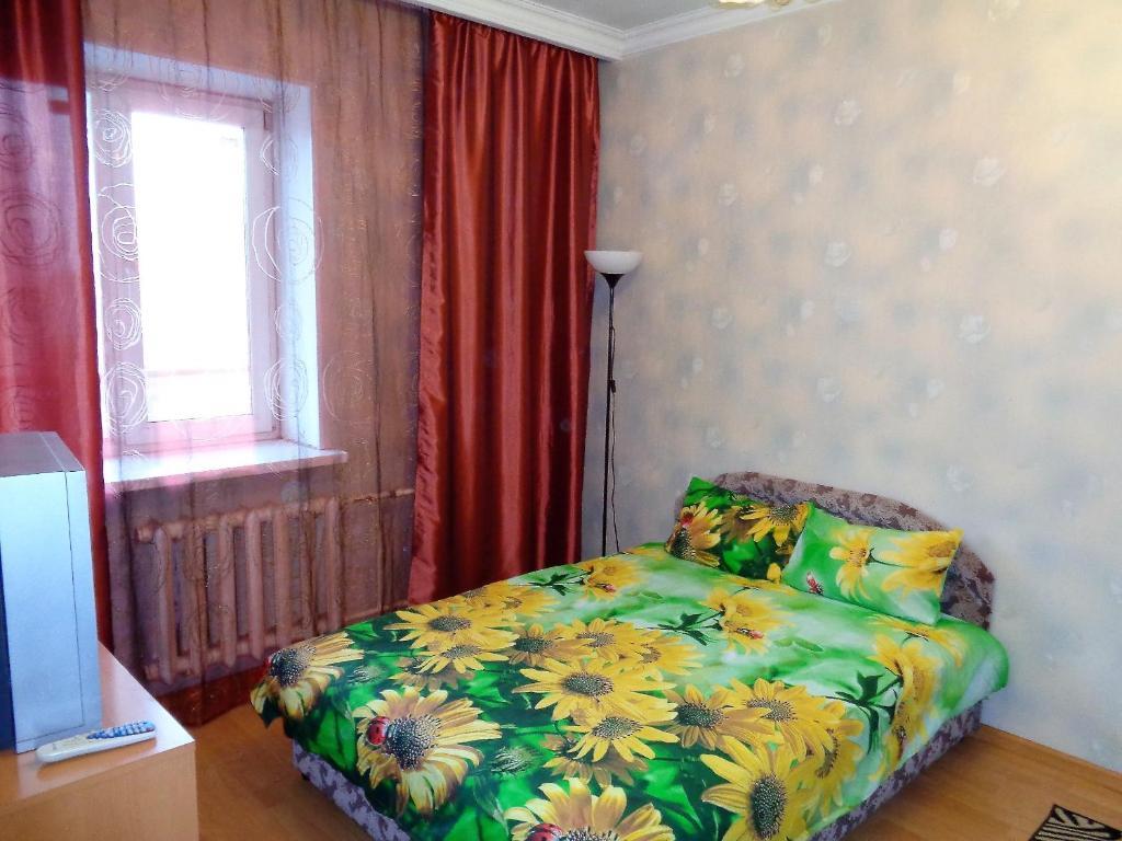Кровать или кровати в номере Apartments at Kosygina 17