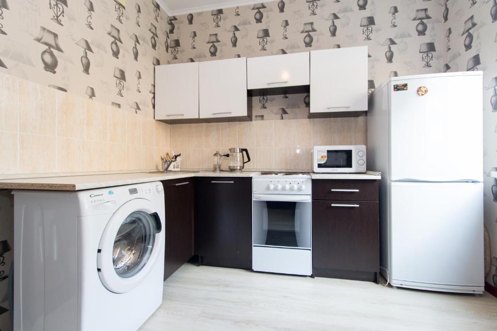 Кухня или мини-кухня в Apartment on Gastello