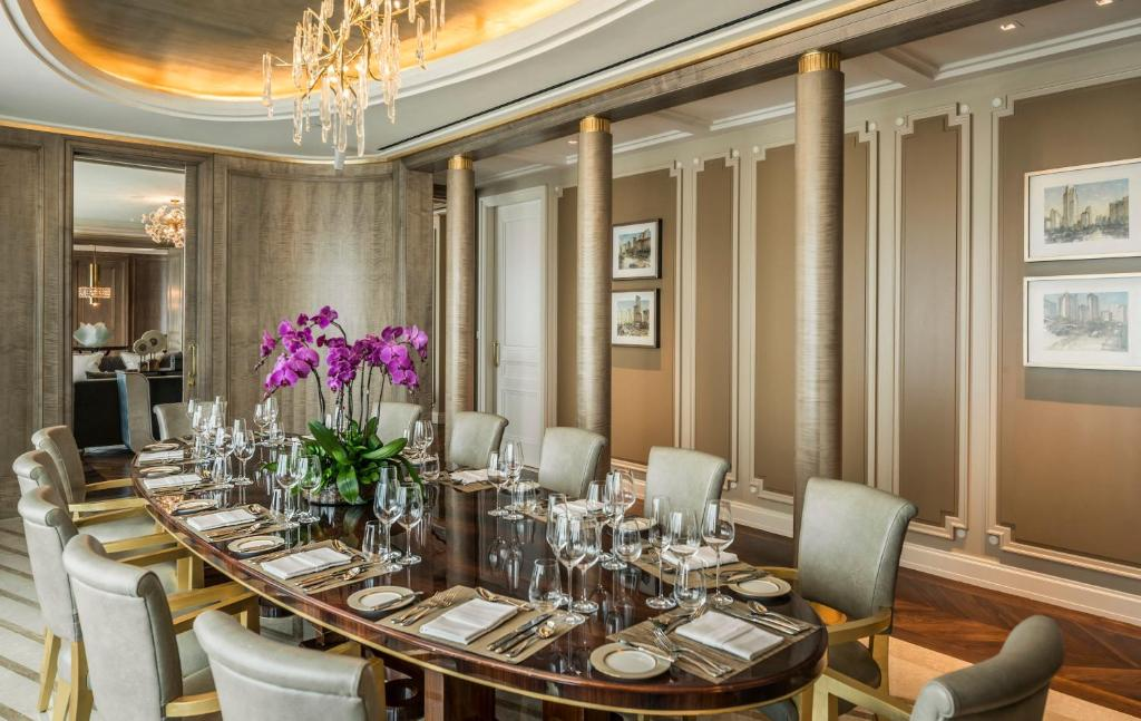 A restaurant or other place to eat at Four Seasons Hotel Jakarta