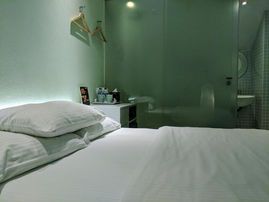 A bed or beds in a room at Porcelain Hotel by JL Asia (SG Clean)
