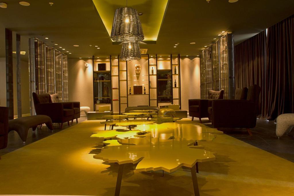 The lounge or bar area at Esplendor by Wyndham Mendoza