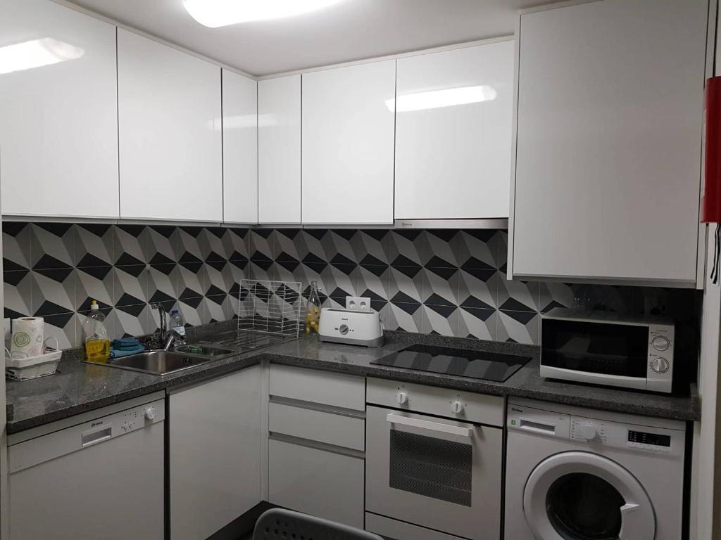 A kitchen or kitchenette at Beautiful Apartament Sé Velha I