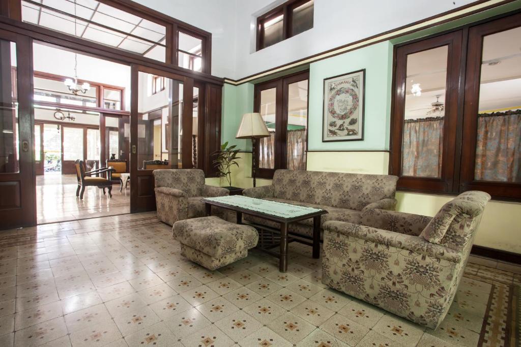 The lobby or reception area at RedDoorz near Balai Kota Malang