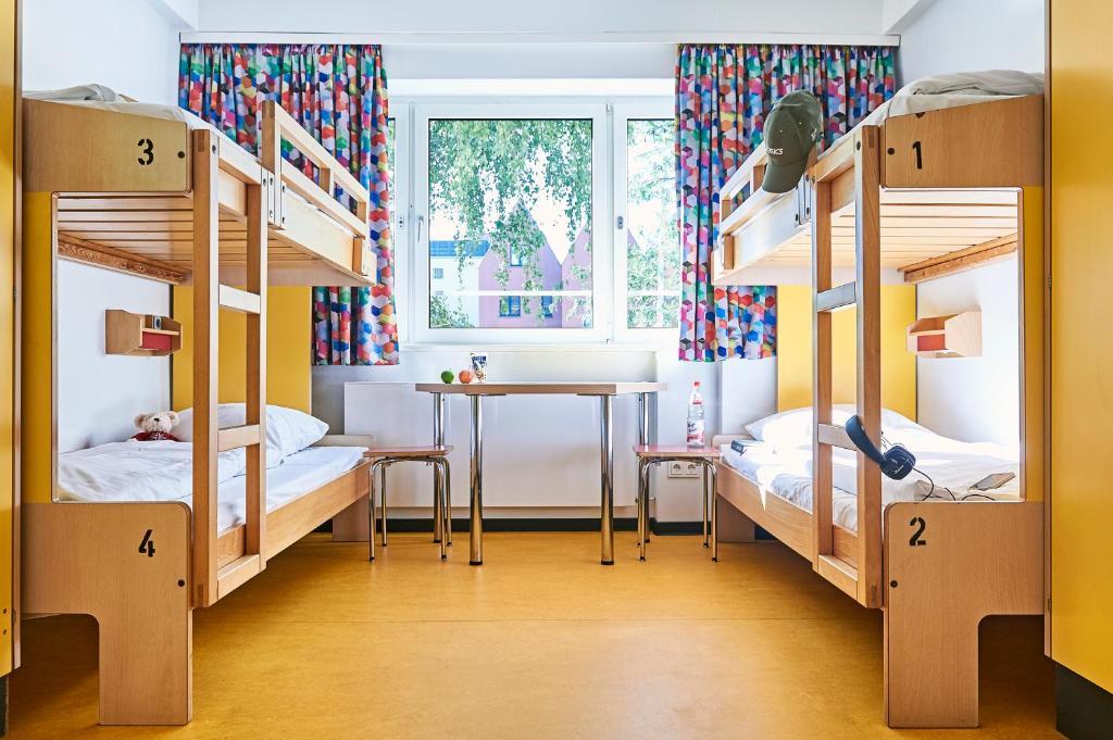 A bunk bed or bunk beds in a room at Jugendherberge Frankfurt - Haus der Jugend