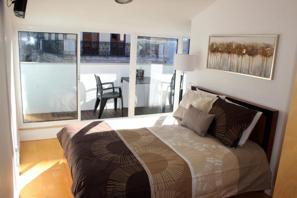A bed or beds in a room at University View Loft