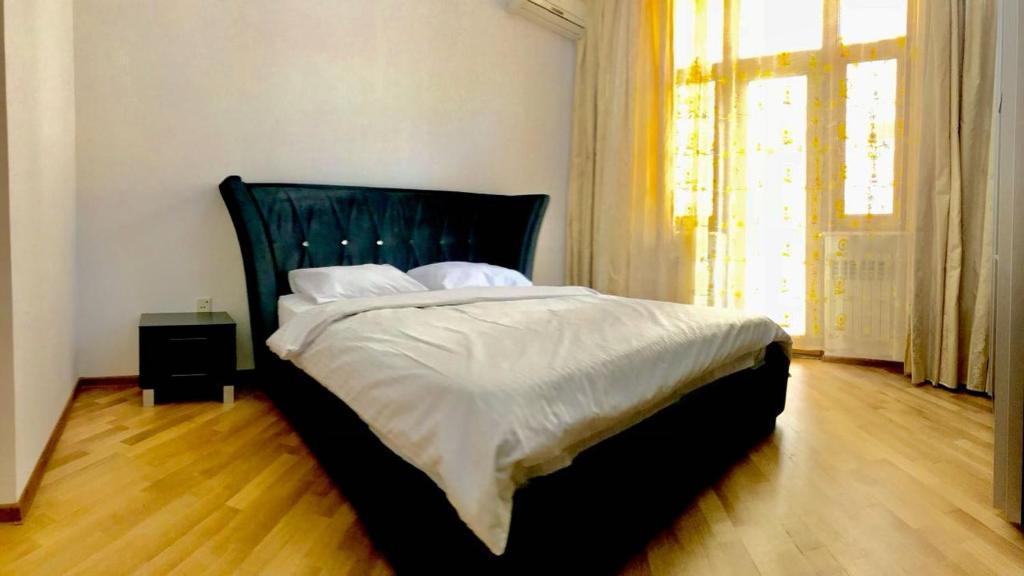 Cama ou camas em um quarto em City Hall Apartment