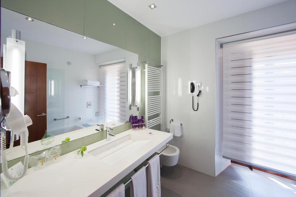 A bathroom at Parador de Caceres