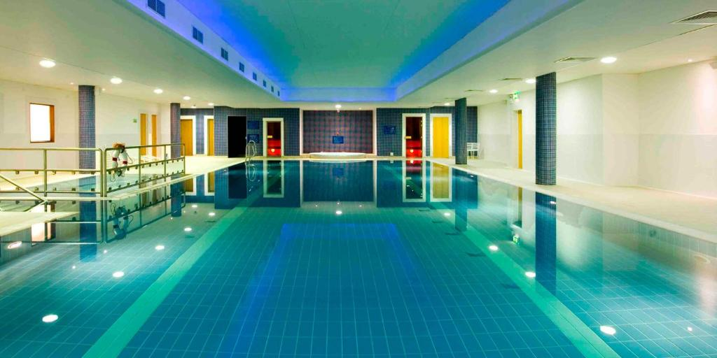 The swimming pool at or near Maldron Hotel & Leisure Centre Limerick