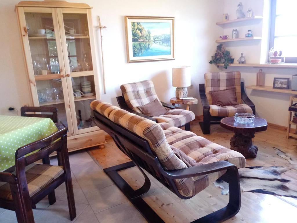 A seating area at Villa Sandra