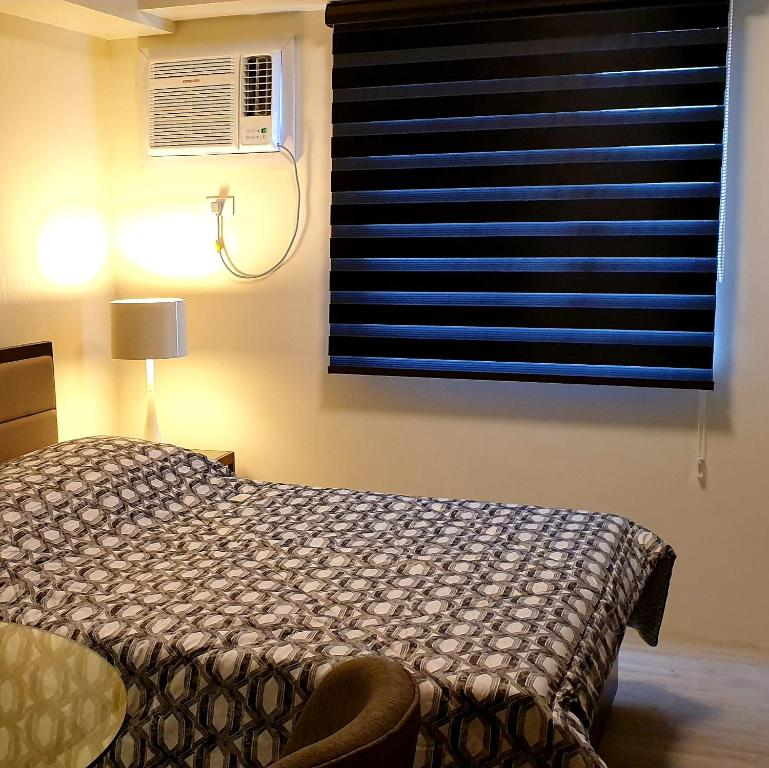 A bed or beds in a room at Amaia Steps Capitol Central