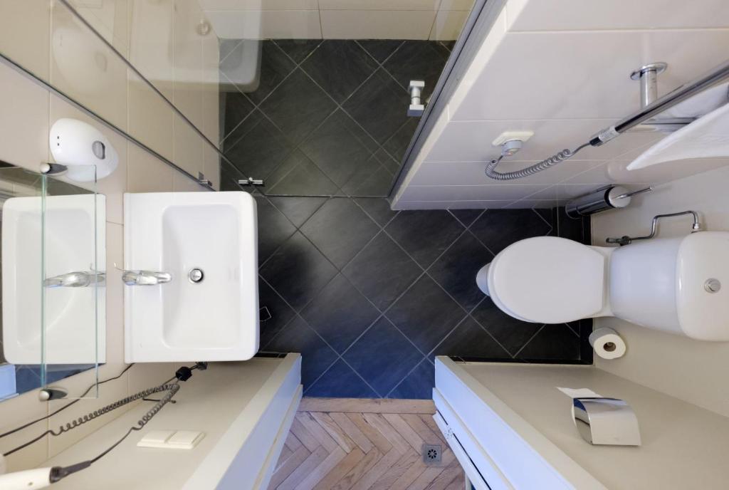A bathroom at Hotel Metropolis