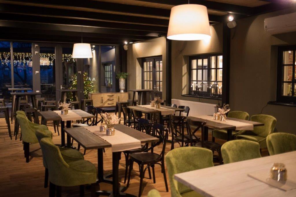 Reštaurácia alebo iné gastronomické zariadenie v ubytovaní Penzion na letisku - areál SKY PARK