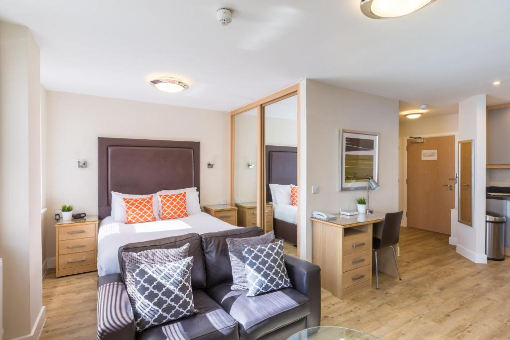 House of Fisher Camberley @ Central House - Laterooms
