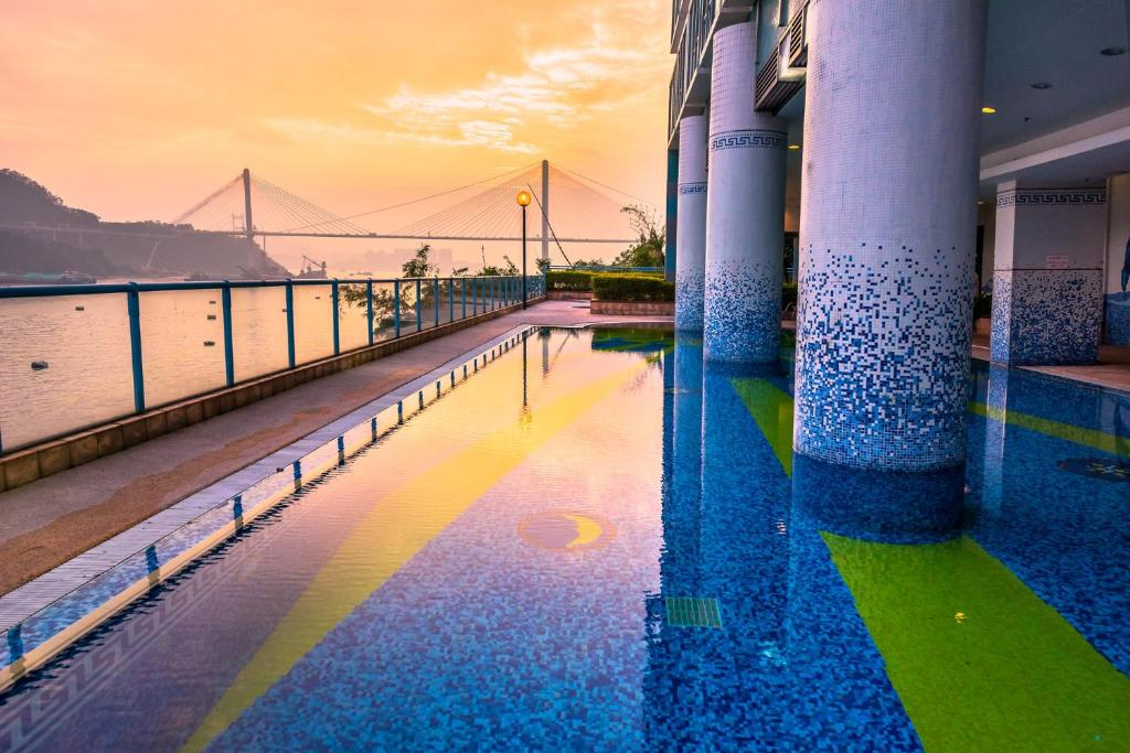 The swimming pool at or near Bay Bridge Lifestyle Retreat, managed by Tang's Living