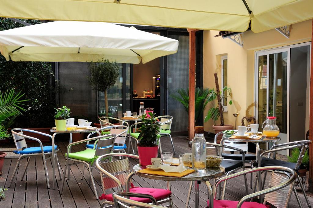 A restaurant or other place to eat at Relais San Pietro