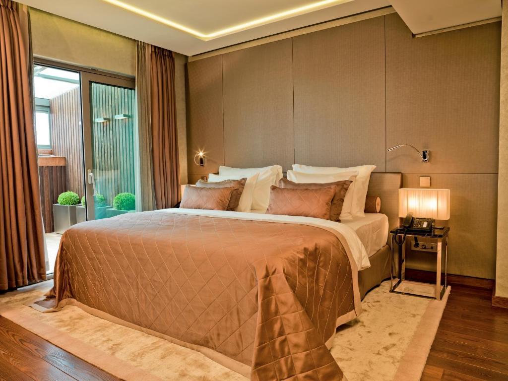 سرير أو أسرّة في غرفة في فندق لاساغرادا إسطنبول