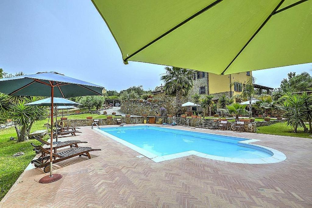The swimming pool at or close to Santa Maria Villa Sleeps 4 Pool Air Con WiFi