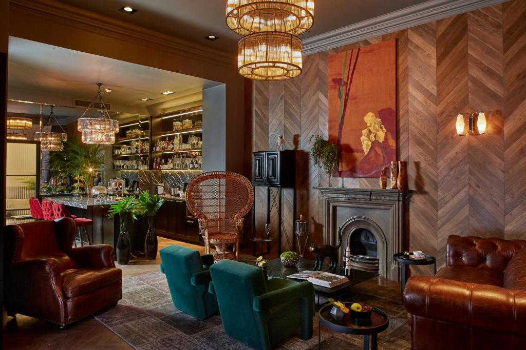 The lounge or bar area at Hotel Collect - Adults Only