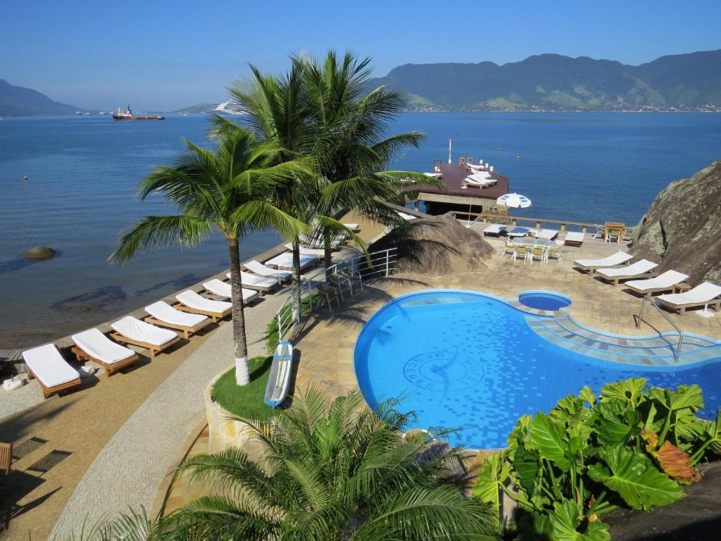 A view of the pool at Hotel Mercedes or nearby