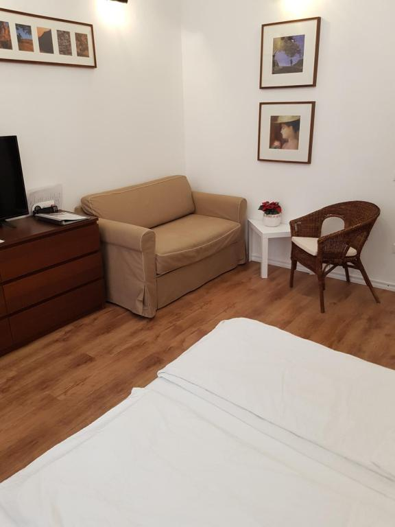 A seating area at Connection Guesthouse