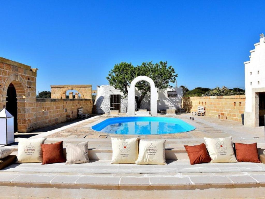 Het zwembad bij of vlak bij Masseria Curice