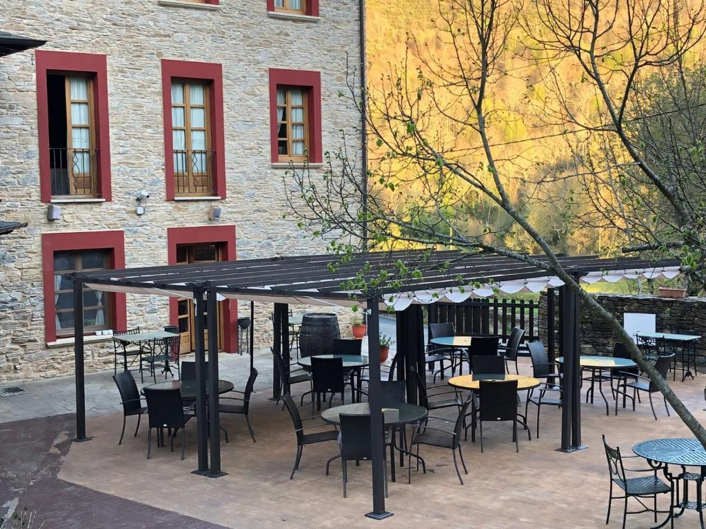 A restaurant or other place to eat at El Capricho de Josana