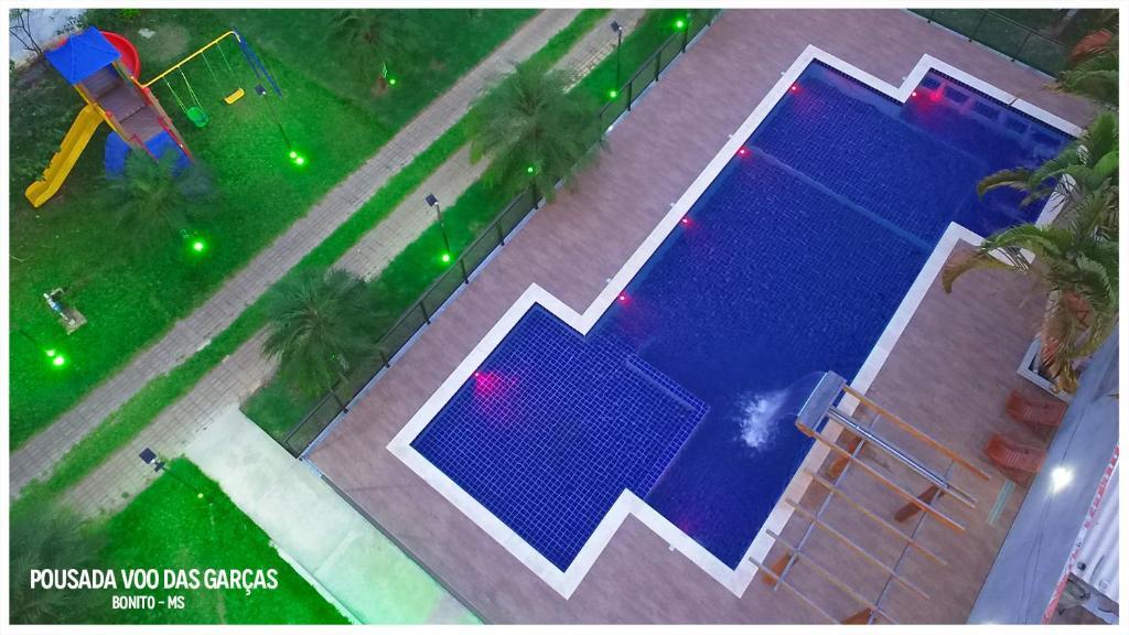 A view of the pool at Pousada Voo das Garças or nearby