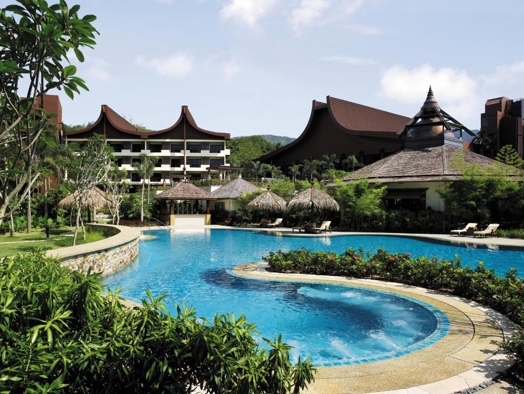 The swimming pool at or near Shangri-La Rasa Sayang, Penang