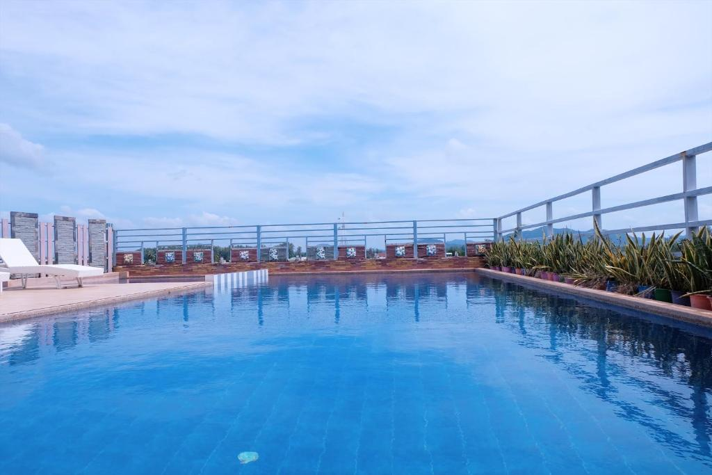 The swimming pool at or close to Lanta Residence Boutique